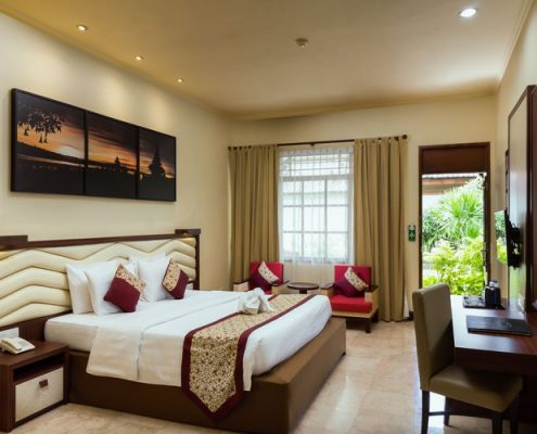 Grand_Istana_Rama_Hotel-Deluxe_Room-Bedroom_1