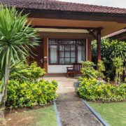 Grand_Istana_Rama_Hotel-Deluxe_Room-Terrace