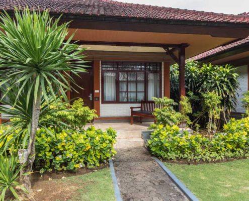 Grand_Istana_Rama_Hotel-Deluxe_Room-Terrace