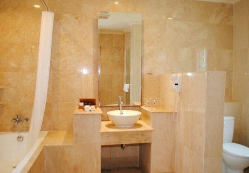 Grand_Istana_Rama_Hotel-Deluxe_Room-Bathroom_2