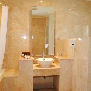 Grand_Istana_Rama_Hotel-Garden_Suite-Bathroom_2