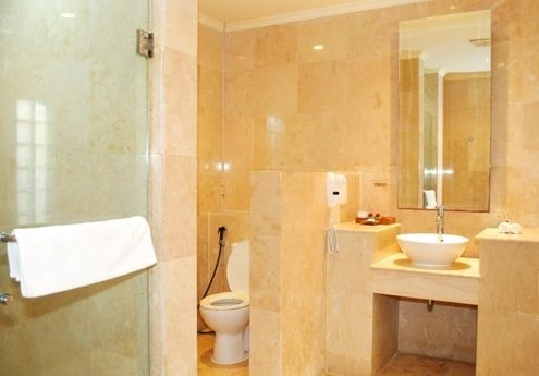 Grand_Istana_Rama_Hotel-Deluxe_Room-Bathroom_1