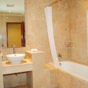 Grand_Istana_Rama_Hotel-Deluxe_Room-Bathroom_3