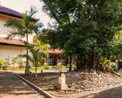 Grand_Istana_Rama_Hotel-Garden_Area_2