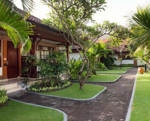 Grand_Istana_Rama_Hotel-Garden_Area_3