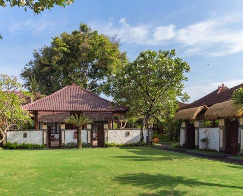Grand_Istana_Rama_Hotel-Garden_Area_4