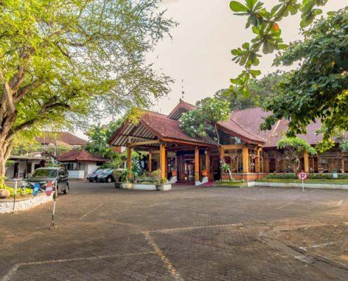 Grand_Istana_Rama_Hotel-Parking_Area_1